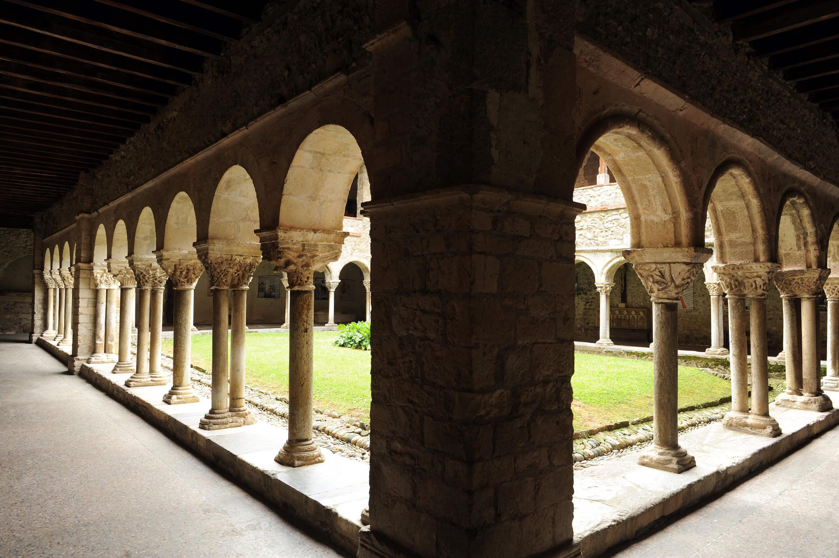 Ancienne cathédrale et cloître à Saint-Lizier©ACIR / JJ gelbart
